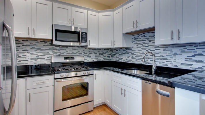 Shaker White Solid Wood Kitchen Cabinets