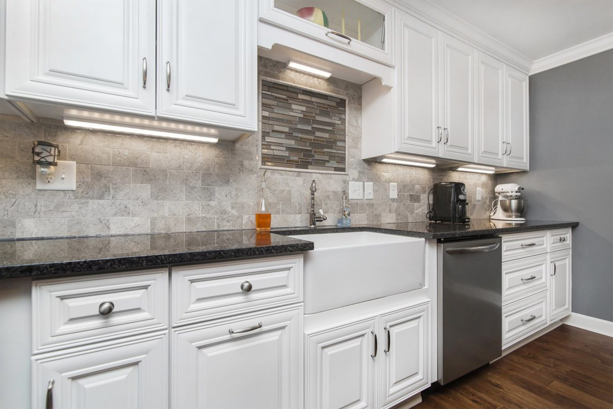 Charleston Classic White Solid Wood Kitchen Cabinets With Brushed Nickel Hardware
